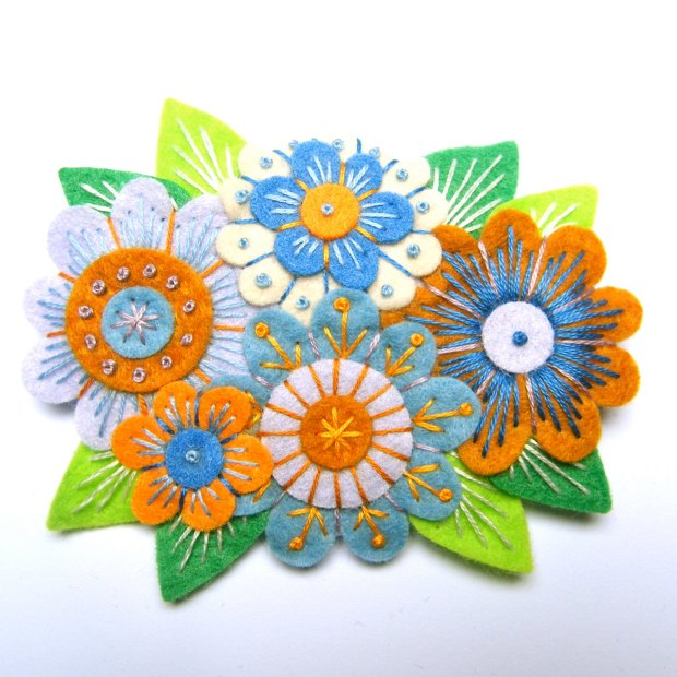 VINTAGE BOUQUET felt brooch pin with freeform embroidery - scandinavian style green